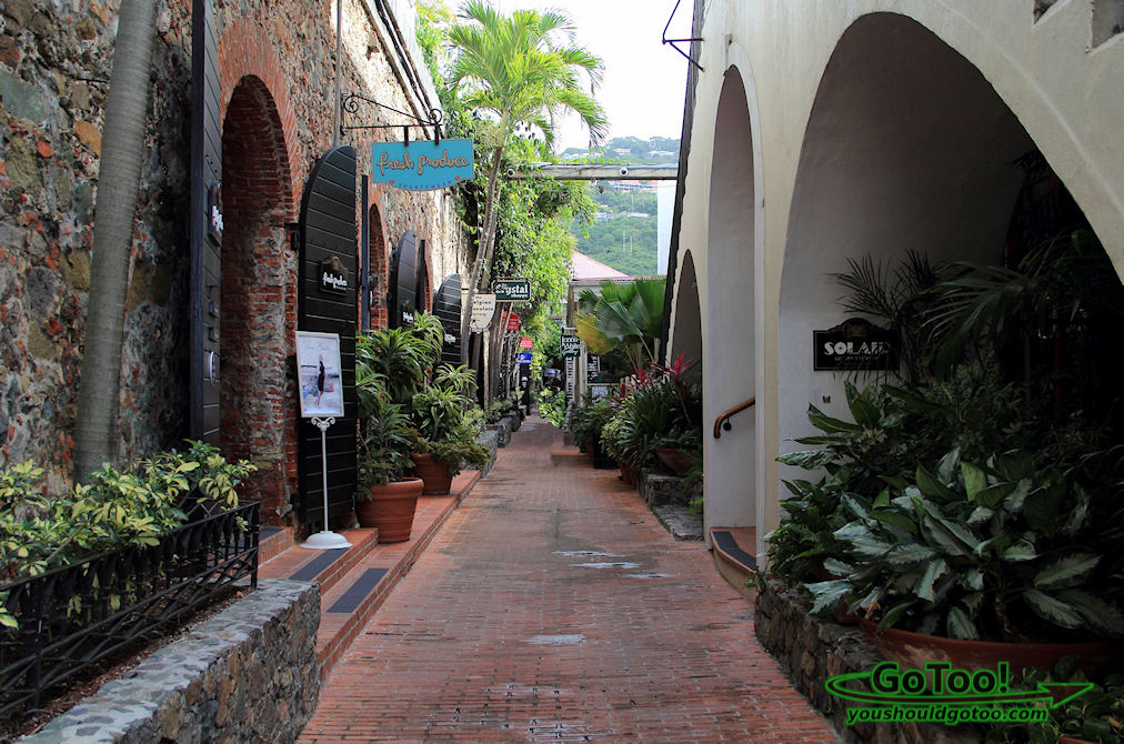 Shoppingin Charlotte Amalie Historic Area