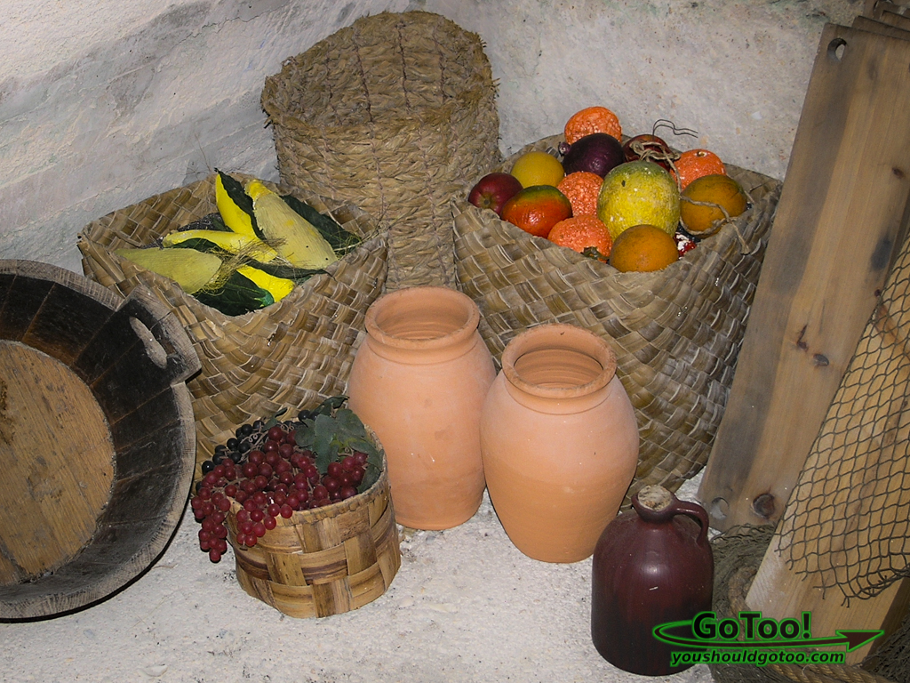 Display-of-Early-Spanish-Settlers-Baskets-Food-Supplies