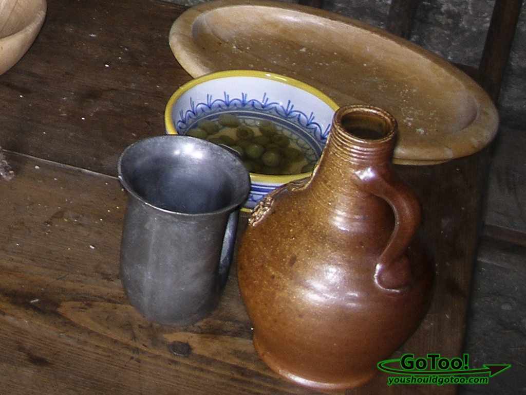 Early Spanish Settlers Food Containers