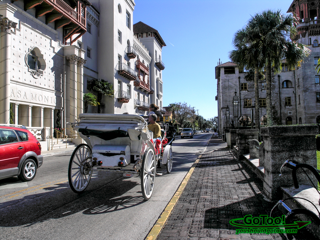 Horse-drawn-carriage-streets-St-Augustine-FL
