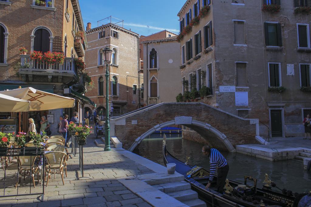 Gondolier-Gondola-Bridge-Canal-Venice-Italy