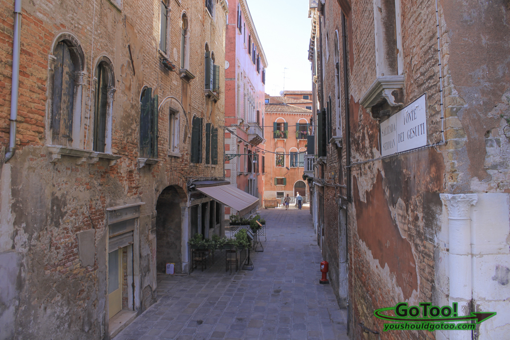 Narrow-Back-Street-Venice-Italy