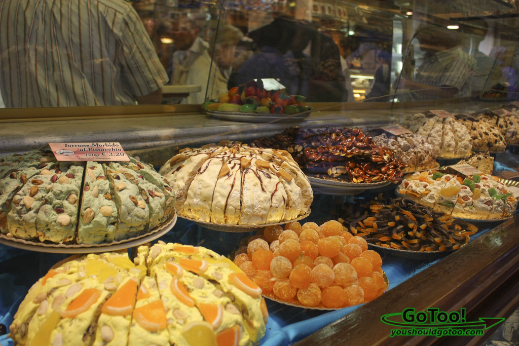 Pies-Desserts-Shop-Window-Venice-Italy