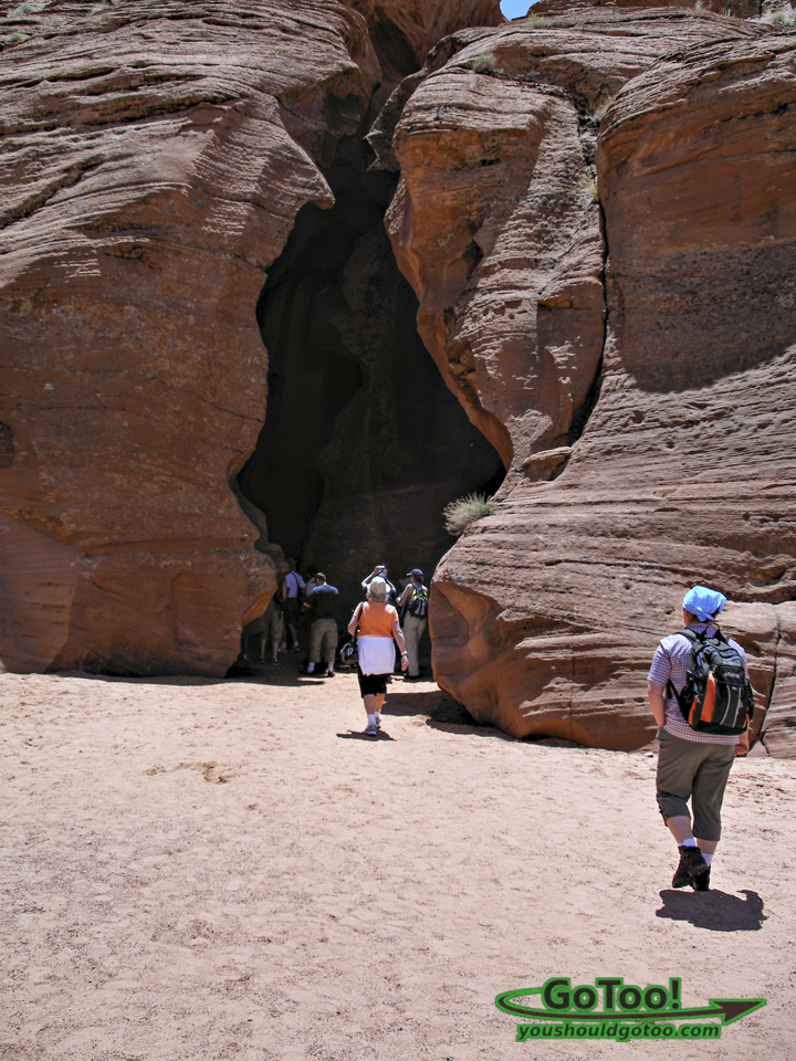 Upper Antelope Canyon Entrance is on Flat Level Surface